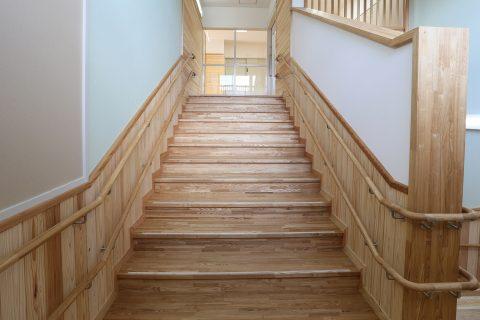 94 2階階段下側より