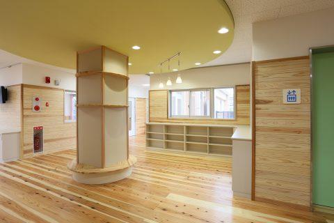 13 1階廊下・図書コーナー(1)